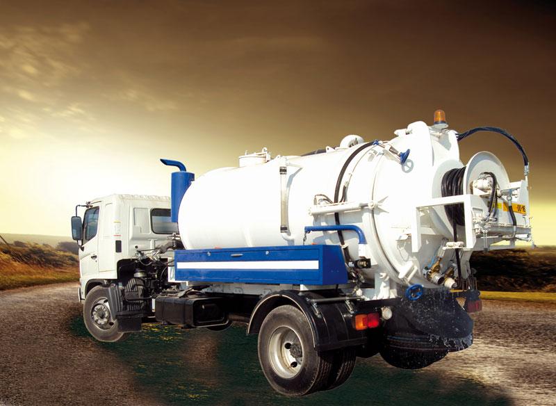 Débouchage canalisation avec camion hydrocureur