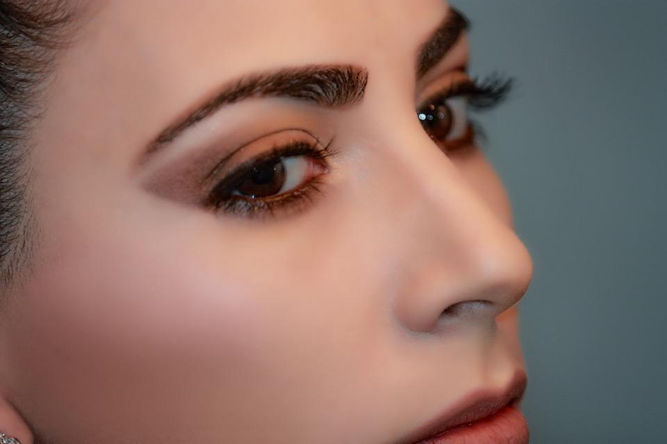 Maquillage permanent : renouveler ses techniques avec le Hair Stroke